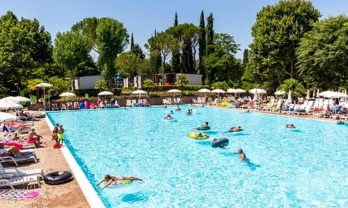 olympisch zwembad camping altomincio family park